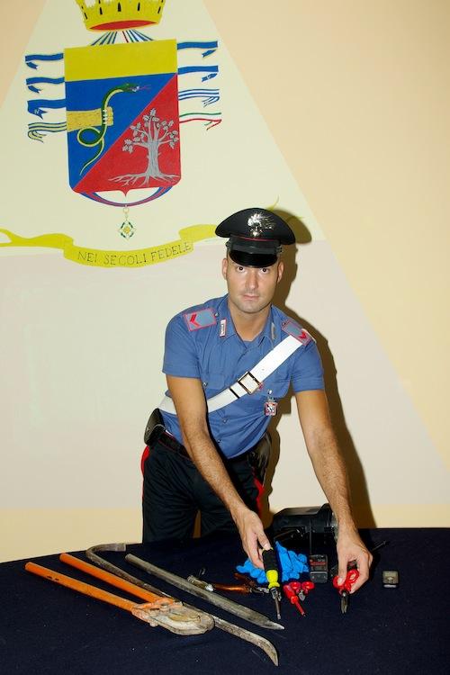 Ubriaco al volante e con un macete nascosto in auto: astigiano denunciato dai carabinieri