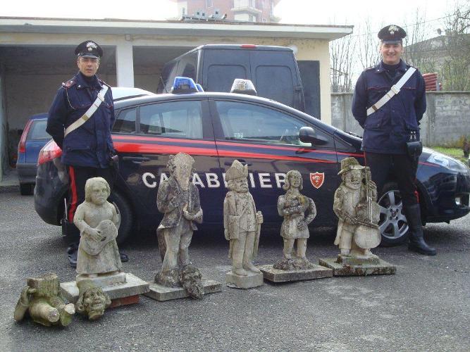 Arrestati con statue antiche appena rubate