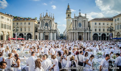 In piazza San Secondo la cena in bianco delle Cre[AT]ive