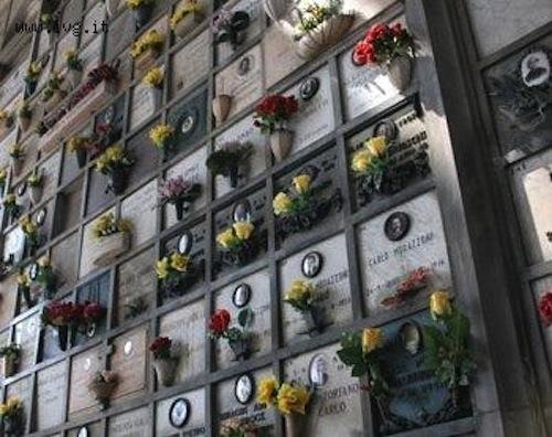 """""""W Satana"""": scritte vandaliche nel cimitero di Bagnasco di Montafia"""