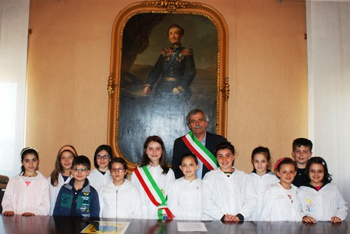 La colomba della pace porta in Municipio il sindaco dei bambini