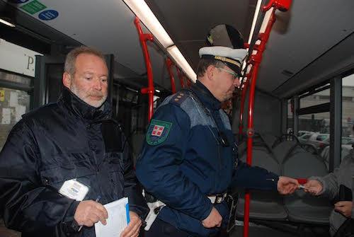 Sui bus dell'Asp nel 2015 controllati 24.370 passeggeri: oltre mille le sanzioni