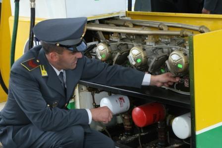 Le Fiamme Gialle sequestrano quattro erogatori di benzina ad Asti