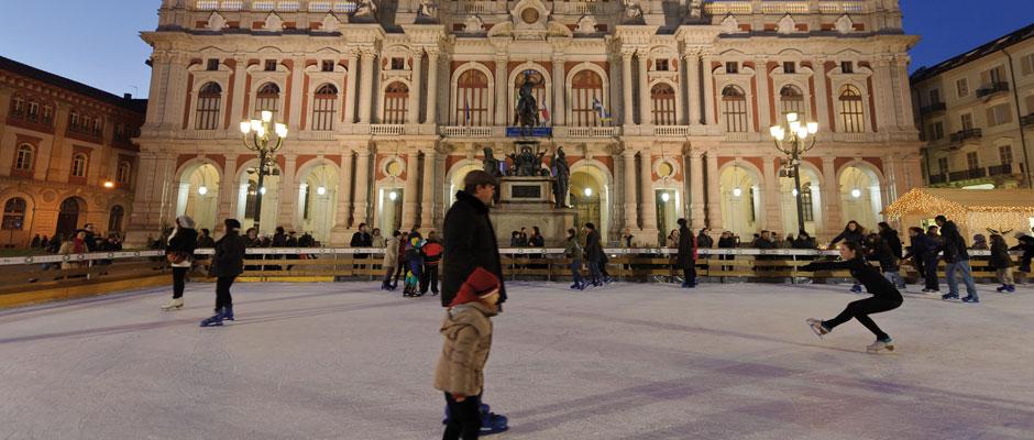 Torino, pattinoire in piazza Carlo Alberto