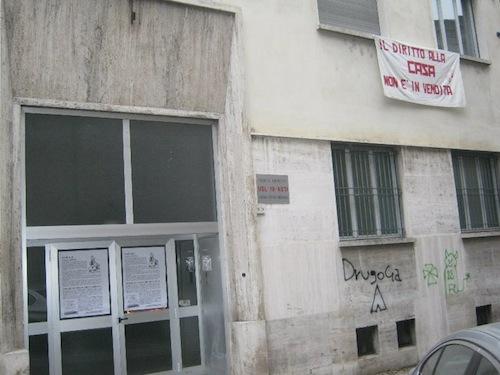 Occupazione dell'ex mutua di via Orfanotrofio: processo rinviato a luglio