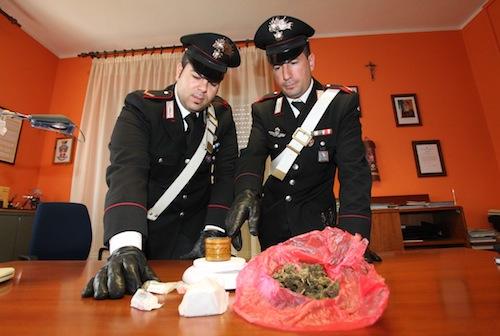 Festino a base di alcol e droga in una cascina del Roero: denunciato anche un giovane astigiano