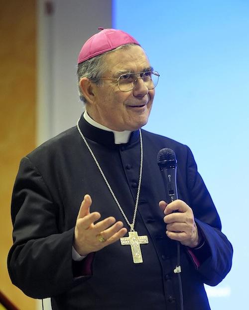 Gli auguri pasquali del vescovo Ravinale