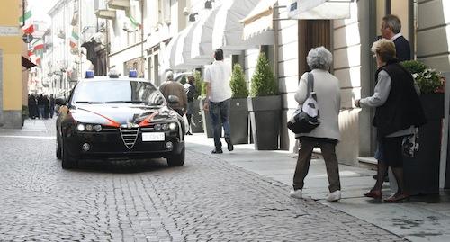 Ruba abiti per 4 mila euro: incastrato dalle telecamere di sicurezza