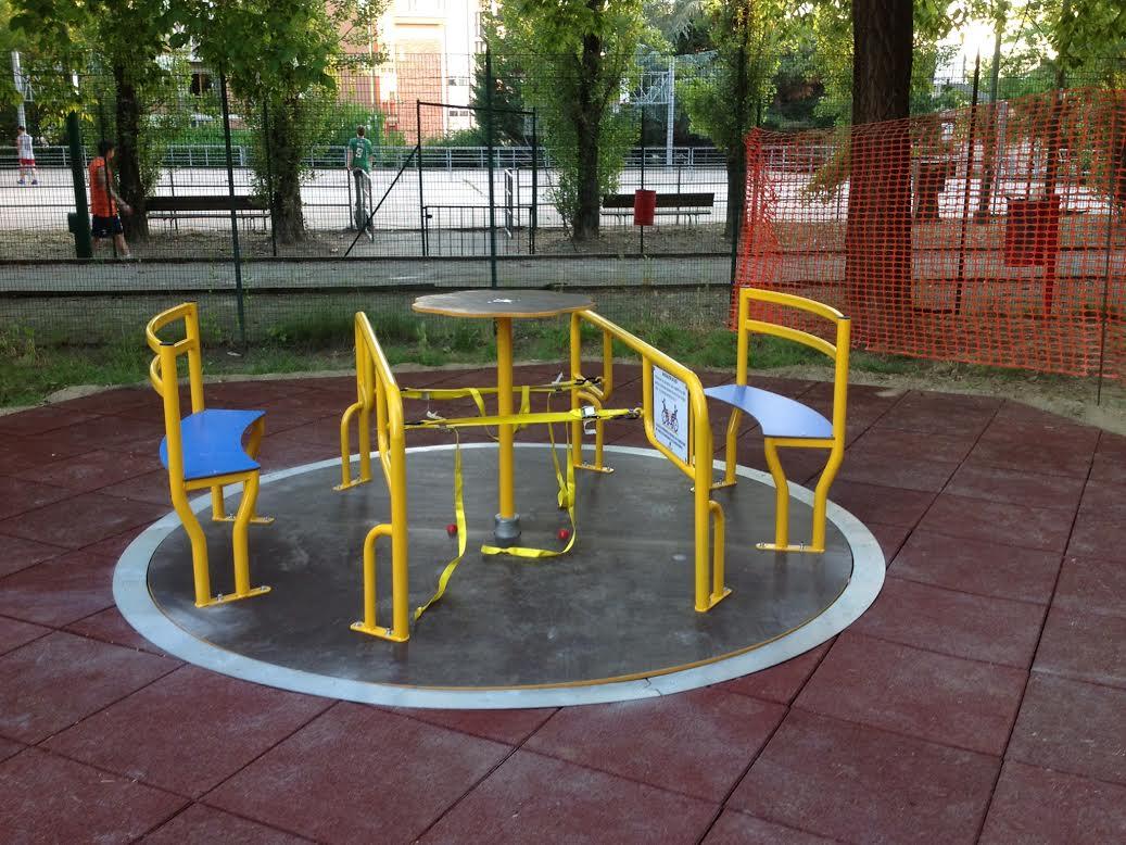 Riparate le giostre vandalizzate al Biberach e in piazza Astesano