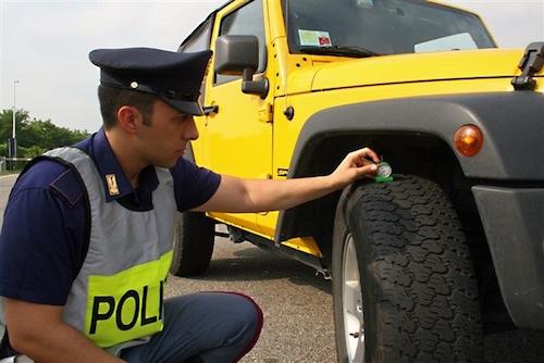 Controlli della polizia stradale sulle gomme in tutto il Piemonte