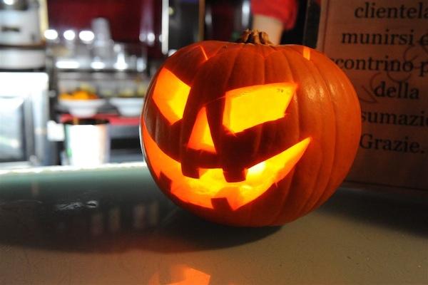 Volti e maschere dalla notte di Halloween