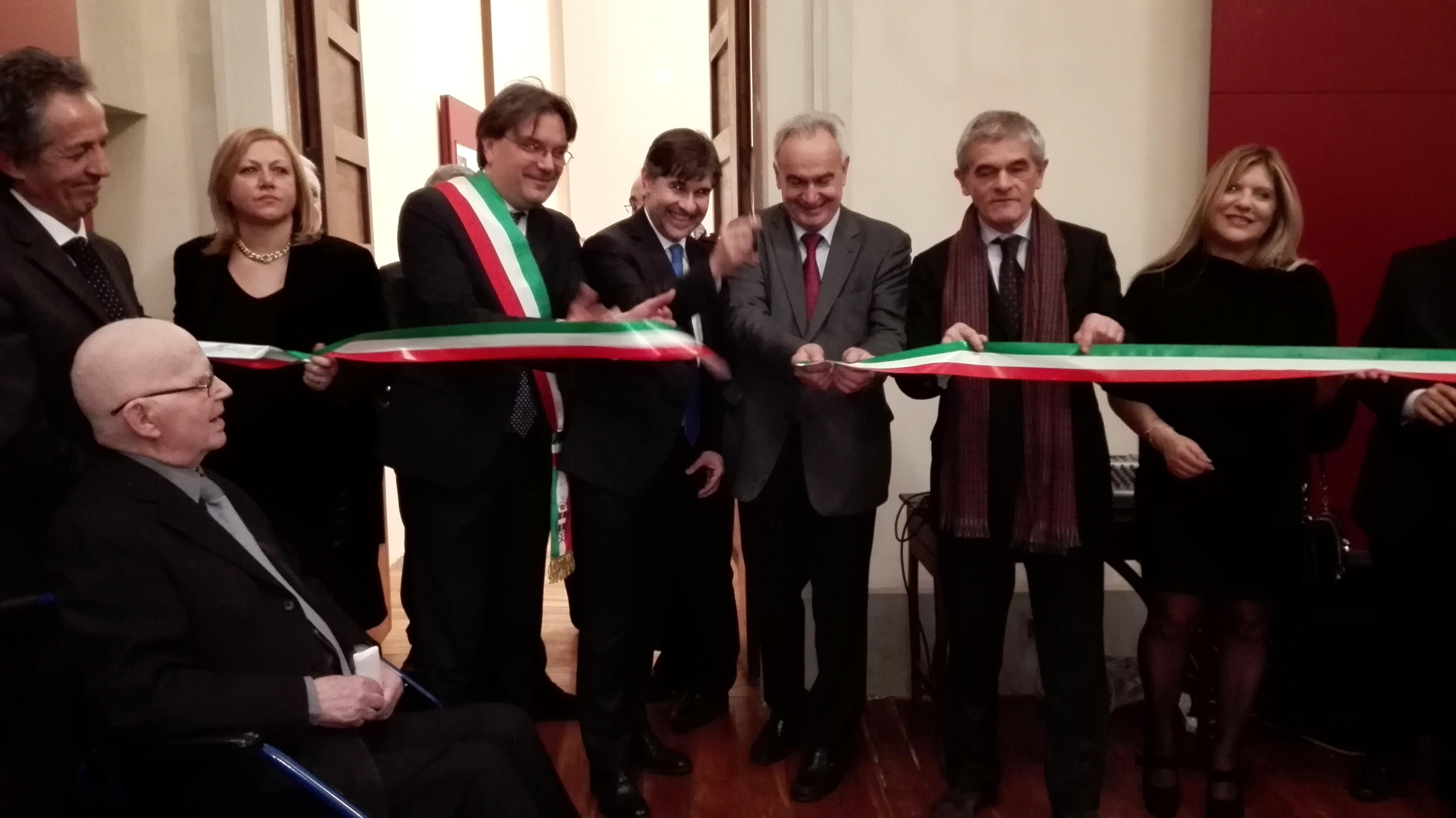 Palazzo Alfieri lascia a bocca aperta i delegati dell'Arev: taglio del nastro con il presidente della Regione