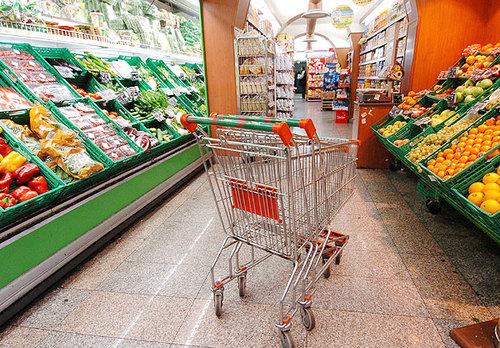 Inflazione in calo a dicembre (2,3 per cento) ma è record per il carrello della spesa