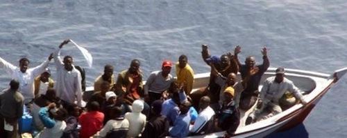 """In piazza per """"restare umani"""" dopo la tragedia di Lampedusa"""