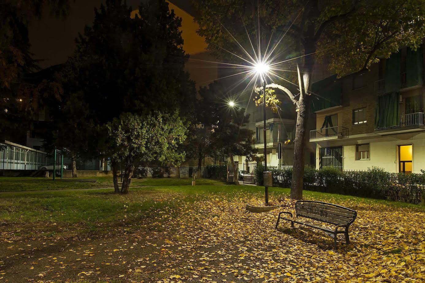 Il giardino di via Omedè primo parco cittadino con i lampioni riconvertiti a led