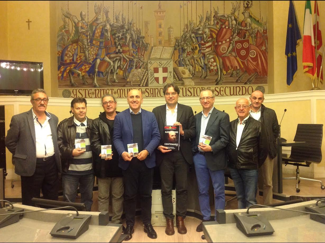 """Ricevuta in municipio la delegazione dei Lucani, con il regista del filma """"Una diecimila lire"""" Luciano Luminelli"""