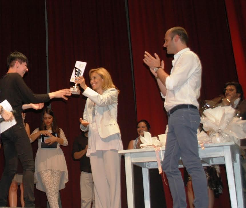 """Miriam Masala dal podio di """"Moncalvo In Canto"""" a un banco nella scuola di """"Amici"""""""