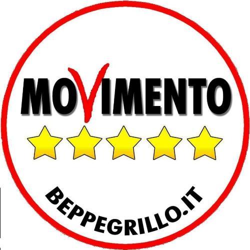 Il Movimento 5 Stelle raccoglie firme per sostenere la propria presenza alle prossime elezioni