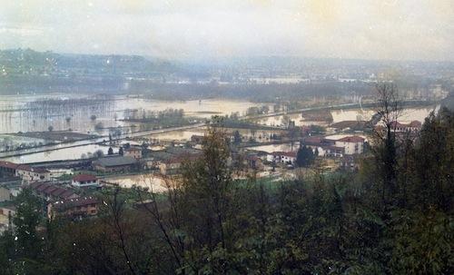 A 20 anni dall'alluvione ad Asti una fiaccolata e l'esercitazione degli alpini