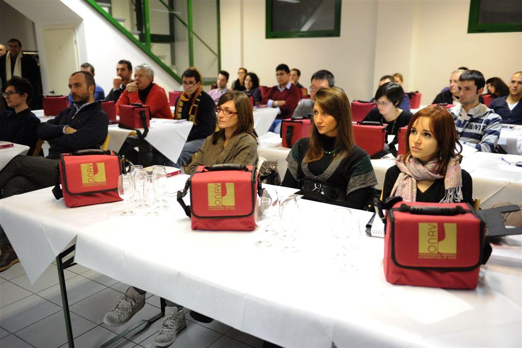 Si apre la nuova stagione del corso per Assaggiatori di Vino –  Onav