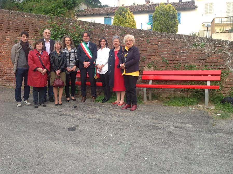 A San Marzanotto una panchina rossa contro la violenza sulle donne
