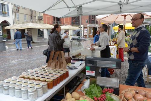 Si allarga il mercato delle erbe di piazza Statuto