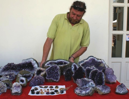 Dai minerali appena ritrovati in Namibia agli oggetti dell'uomo preistorico: Hastagems mette in mostra rarità e conquista anche per il ricco campionario di pietre dure