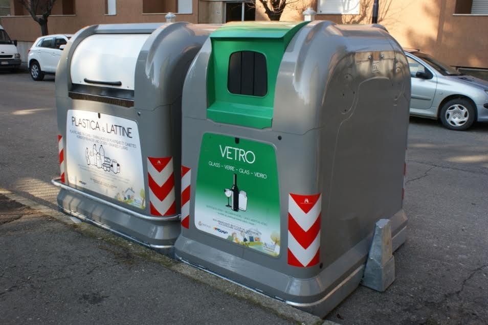Parte bene il nuovo sistema sperimentale per la raccolta della plastica con i cassonetti stradali