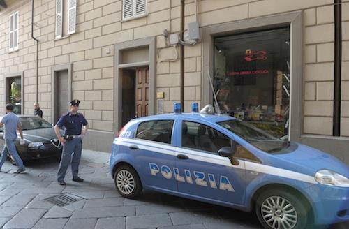 Salta l'alt della polizia. Folle inseguimento per le vie di Asti