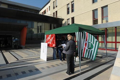 E' iniziato il presidio informativo davanti all'ospedale di Asti