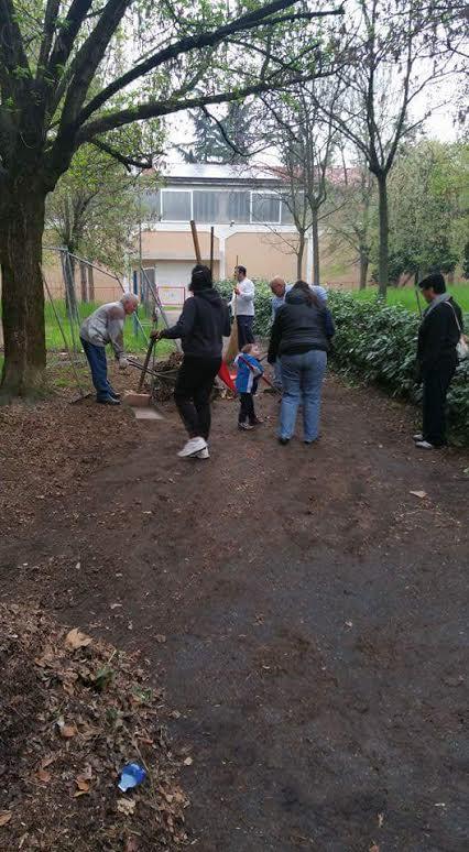 Volontari astigiani puliscono il parco dell'Ex Ferriere