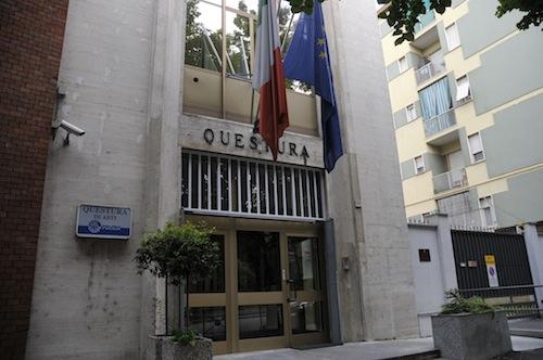 Asti, la polizia notifica il primo Dacur per spaccio
