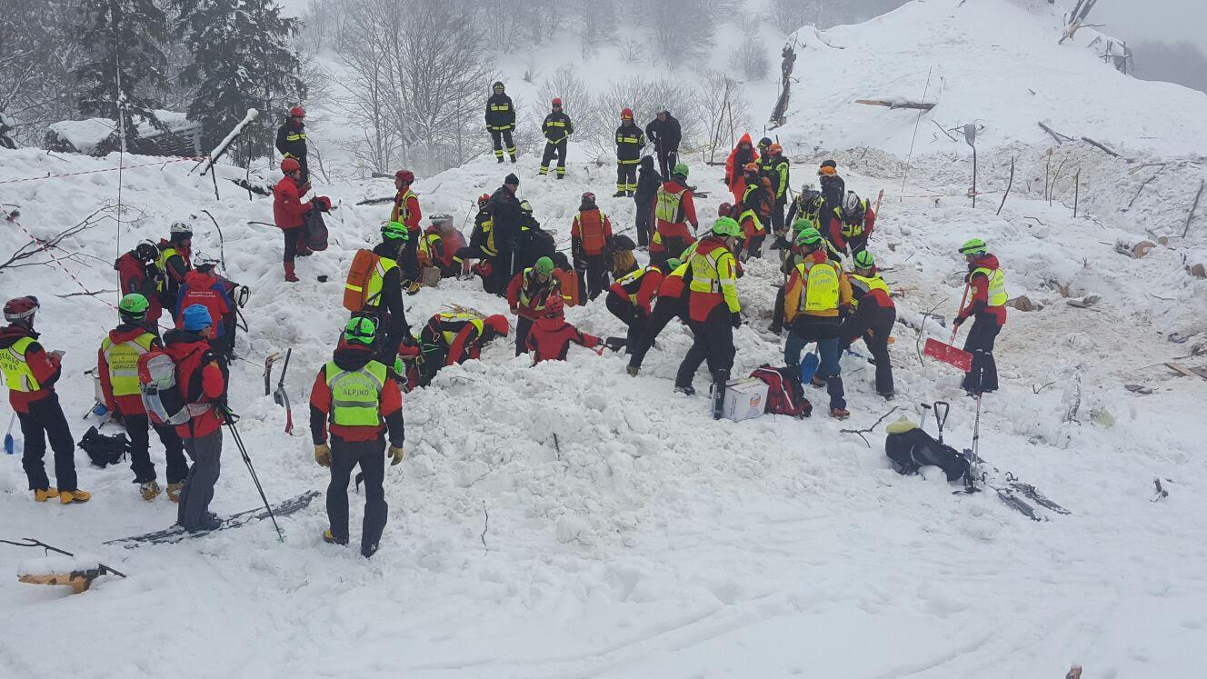 Hotel Rigopiano. Cambio della guardia fra i soccorritori piemontesi