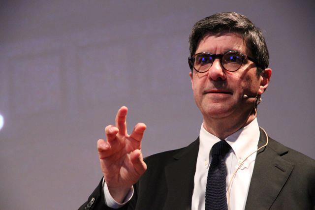 """Al Teatro Alfieri di Asti Gianni Riotta modera l'incontro """"La vita e la scienza"""". Relatori Carlo Alberto Redi , Vittorio Dan Segre"""