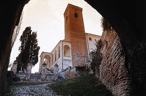 Percorsi di visita tra dimore storiche e strade del vino del Monferrato astigiano