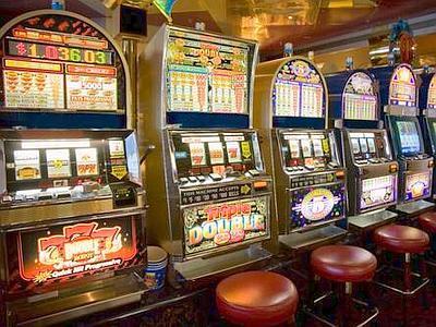 Tecnico di slot machine rapinato da due banditi armati