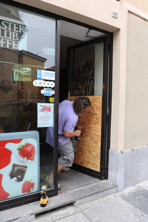 Furto nel negozio Vodafone di corso Alfieri