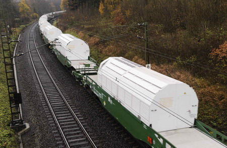 """In stazione il presidio dell'Asti Social Forum contro il """"treno nucleare"""""""