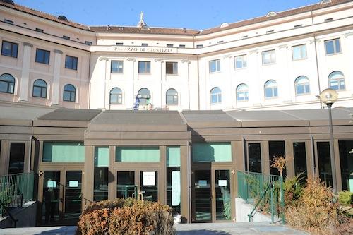 Marocchino cerca di scappare dal tribunale di Asti