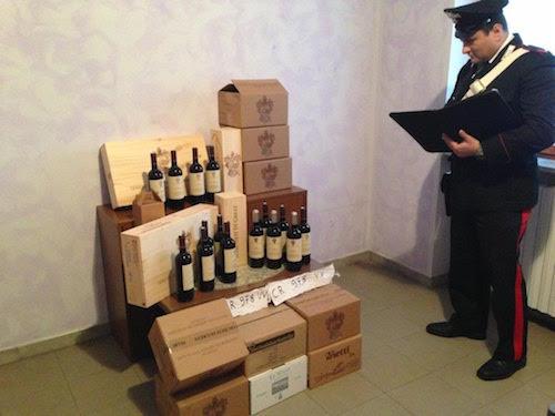 Ruba vino per rifornire la sua cantina: denunciato dai carabinieri
