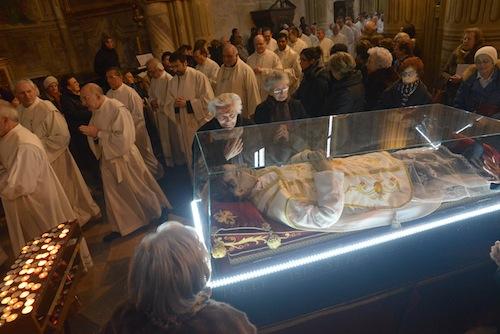 L'urna con le reliquie di Don Bosco torna a Castelnuovo Don Bosco