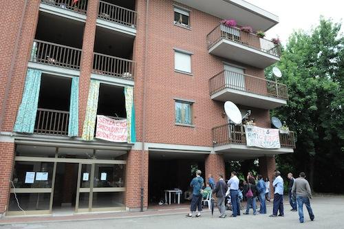 In via Allende si festeggiano i primi tre anni d'occupazione