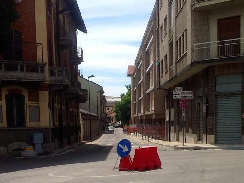 Nuovi marciapiedi e rotonda in via Arò