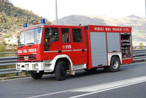 Camion a fuoco sulla Torino-Piacenza