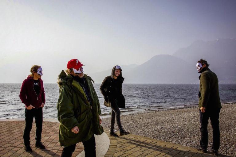 Domani ad Astimusica il trio mascherato dei Tre Allegri Ragazzi Morti