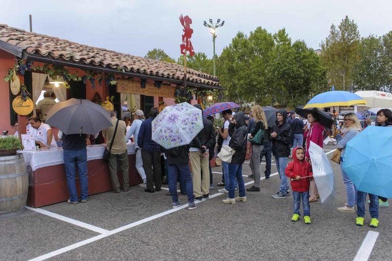 Festival delle Sagre bagnato: la fotogallery della prima serata