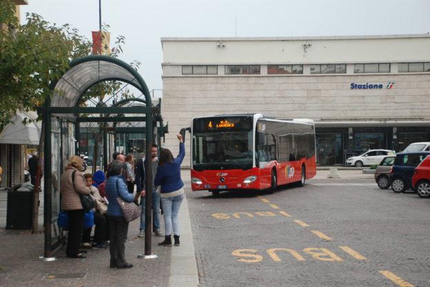 Spostate le fermate di piazza Marconi dei bus di Asp