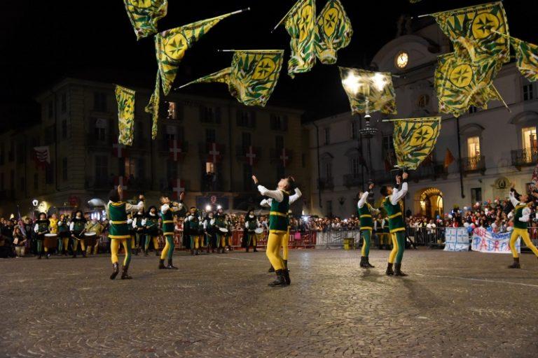 Tutto pronto per il Paliotto, la sfida fra sbandieratori sabato in piazza San Secondo
