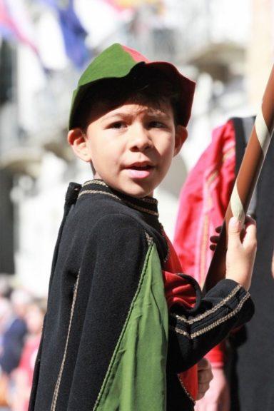 La sfilata dei bambini tinge Asti di colore: la fotogallery