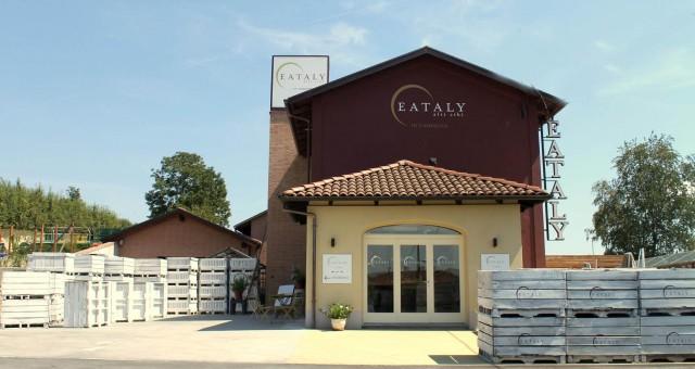 Oscar Farinetti a San Damiano per inaugurare il nuovo spazio bio di  Eataly in Campagna